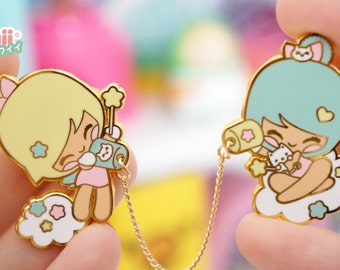 Enamel pin Chic Kawaii talking girls super cute, pastel color, lovely.