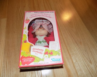 Strawberry Shortcake 1st Edition Flat Hands Boxed SS Kenner doll toy action figure dolls Strawberryland
