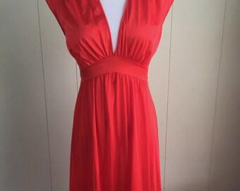 Vanity Fair Gown Red Nylon Long Wms Sz 34 Empire Waist Flattering Small Vintage