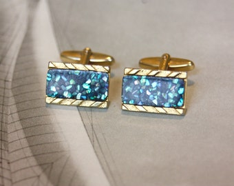 A pair of vintage cufflink. Gold tone with confetti quartz mosaic setting.