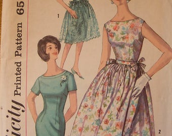 "Misses' One Piece Dress and Overskirt Size 10 Bust 31"" Vintage Uncut Simplicity Sewing Pattern 3995"