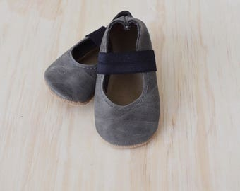 ballet flats / Baby shoes / soft soled shoes / baby shoes / moccs / baby moccasins / weathered slate