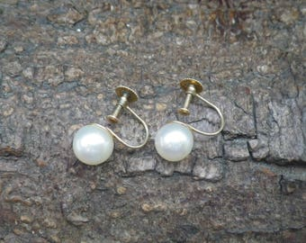 9ct Yellow Gold Real Pearl Screw Back Stud Earrings