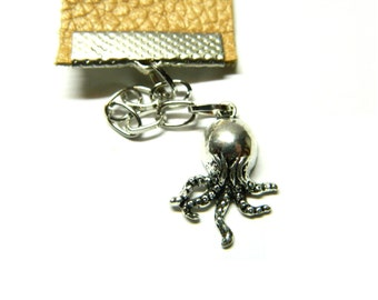 The little Cthulhu bookmark, lovers of books unique souvenir gift octopus, caramel leather, functional stylish soft touch, sturdy materials