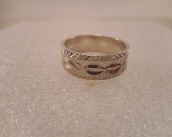 Vintage Sterling Silver Diamond Cut Band Ring Size 4 1/2