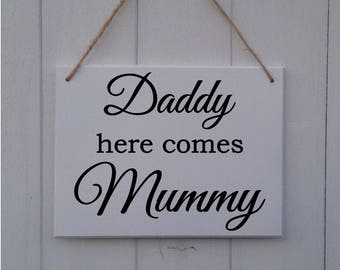 Daddy Here Comes Mummy | Personalised | MDF Sign | Plaque | Wedding | Prop | Page Boy | Ring Bearer | Flower Girl | Bridesmaid | Bride