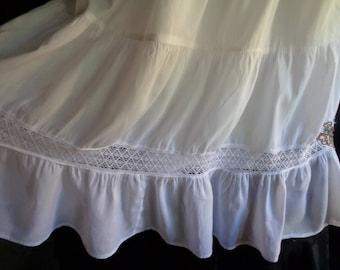 Vintage skirt white cotton full with underskirt