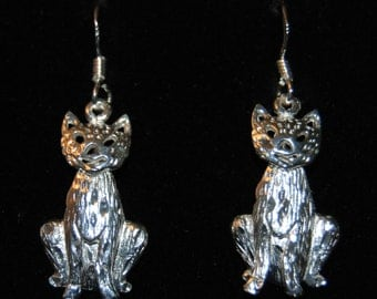 Vintage Articulated Diamond Cut Moving Cat Earrings #BKC-KERNG83