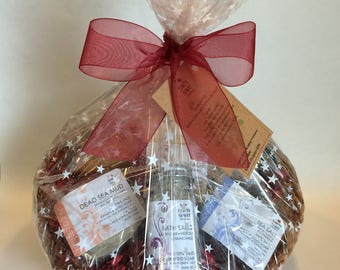 SPA BASKET For Her, Heart-Shaped Spa Basket for Her, Spa Basket, Gift for Her, Gift Basket, Spa for Her, Natural, Mother's Day – Go Wild!
