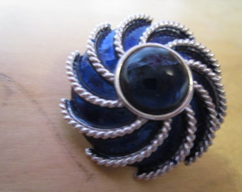 "vintage avon silvertone round brooch with silver markings 2""across"