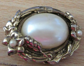 "vintage oval goldtone brooch with large faux pearl 1.75""high"