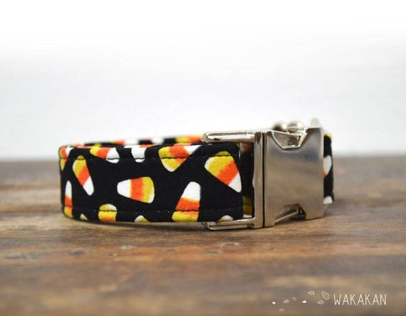 Candy Corn dog collar adjustable. Handmade with 100% cotton fabric. Hallowen style. Glow in the dark. Wakakan