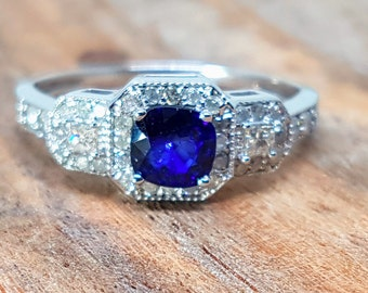 Limited Time Sale: Antique Vintage design 1.50 Carat Blue Sapphire and Diamond Engagement Ring in 10k White Gold for Women on Sale