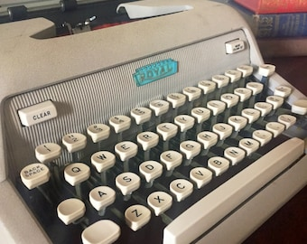 1950's Royal Heritage Typewriter