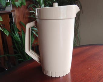 Tupperware 2 Qt Pitcher Almond Color Kitchen Housewares Made in USA C444