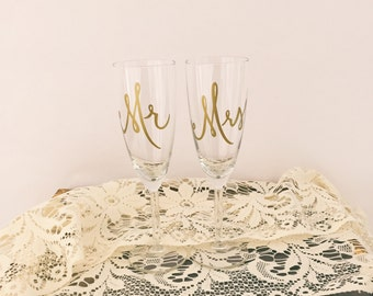 Mr and Mrs Champagne Flutes - Hand Drawn Type for Shabby Chic DIY Weddings