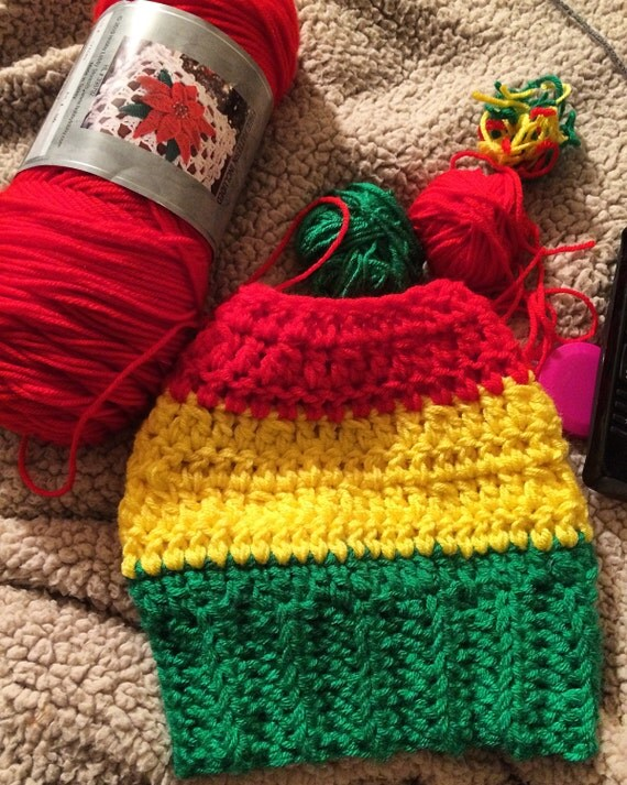Messy Bun Hat in Rasta Colors for Men