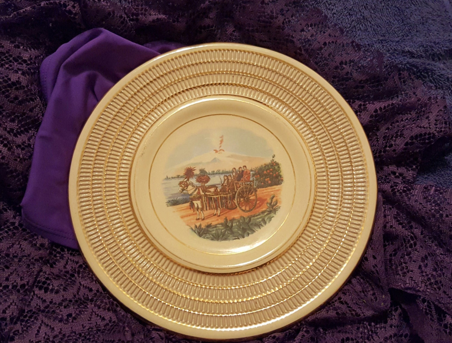 Decorative Wall Plates Italian : Italian decorative wall plate with textured gold ivory rim