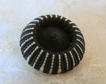 BLACK & WHITE  Large Vintage Sewing Button - Textile - - bouton couture noir et blanc