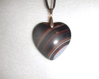 Heart-shaped Black/Brown/White Striped Onyx Agate pendant (JO573)