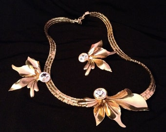 A Most Unusual Gold Tone Orchid-Like Flower necklace and Earrings, Sparkly Flat Chain, Earrings are Post for Pierced Ears.
