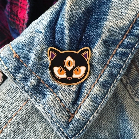 ALL-SEEING CAT Pin