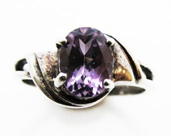 Timeless Vintage 1980s Amethyst and Sterling Silver Ladies Fashion Ring