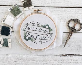 Custom Wedding Embroidery Hoop // Bride and Groom Embroidery Hoop // Floral Embroidery Hoop // Embroidery Wedding Gift // Wedding Gift