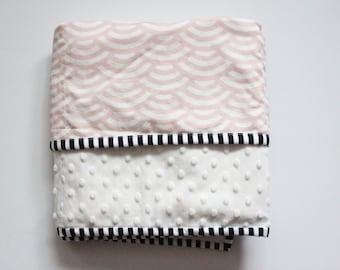 Everyday Minky Blanket / Pink Scallup Blanket