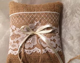 Ring bearer pillow. Burlap and lace ring pillow. Barn wedding. Vintage wedding