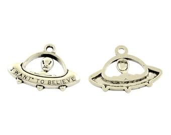 8 Alien Spaceship Space Tibetan Silver Charms (443)