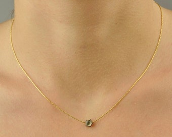 Necklace in very fine golden brass and star in grey nacre
