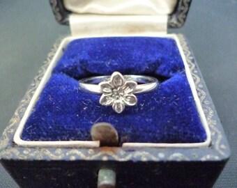 A dainty sterling silver flower ring - 925 - vintage - UK I - US 3.75
