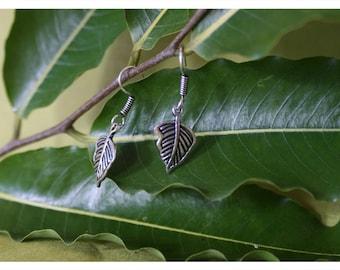 Leva, playful earrings from Tibetan silver