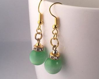 Green dangle earrings, green earrings, green drop earrings, earrings green, green beaded earrings, green glass bead earrings