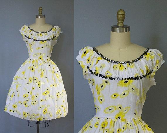 1950s floral dress/ 50s daisy print sundress/ novelty print/ medium