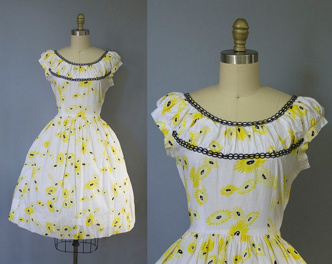 1950s floral dress/ 50s daisy print sundress/ novelty print/ medium