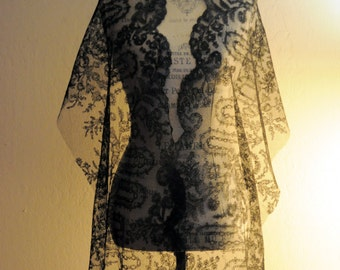 Sale ! 83 inches Antique 1850/1870 French Chantilly Lace Napoleon III Era