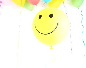 "Happy face balloon with tassel - 18"" smiley latex"