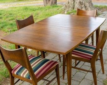 Broyhill Brasilia walnut dinin table with 6 chairs