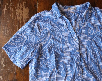 Blue and White Paisley Style Short Sleeve Button Up // Size XL