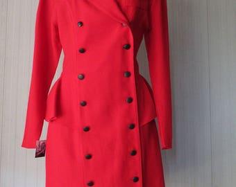 Soprabito con baschina anni 80.Crespo rosso.Tg S/Stunning 80s red peplum overcoat/Wool crepe/Black crepe collar/Doublebreast/Unlined/Size S