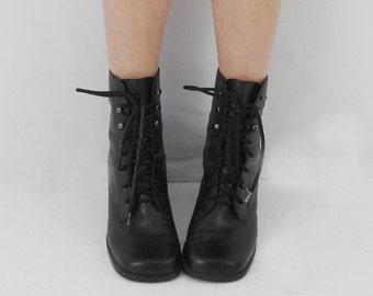 Perfect 90's Boots! Women's Vintage 1990's Leather Lace-Up Grunge Booties with Perfect Block Heel Size 8.5-9