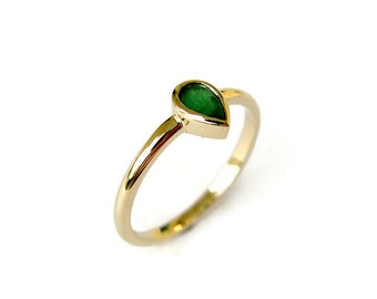 Pear Cut Emerald Ring, Solid Gold Ring, Dainty Solitaire Ring, Pear Gemstone Ring, for her, Bezel, Emerald Jewelry