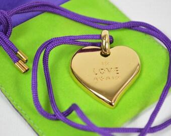 """Yves Saint Laurent """" In Love Again """" dije colgante dorado con cinta y estuche"""