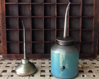 Thumb Push Oil Cans Industrial Oiler Small Oil Cans Chippy Vintage Shabby Decor Decorative Accent Vignette