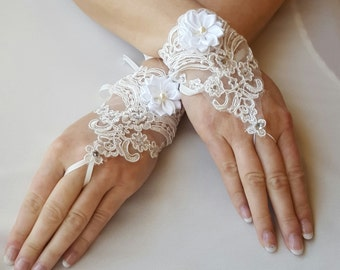 Lace Wedding Gloves,White Wedding Gloves,White Fingertip Gloves,Wrist Length Bridal Gloves,Wedding Lace Gloves,Fingertip Gloves,Lace Gloves