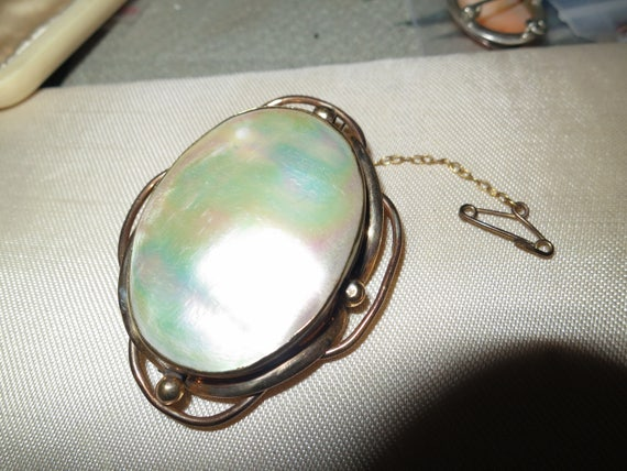 Beautiful antique rolled gold mother of pearl brooch with safety chain