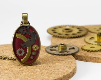 "Pendant ""tick-tock"" upcycled Garnet upcycled with machinery of watches"