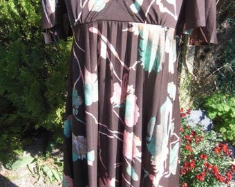 1970s Richard Shops pleated Midi dress size 10 brown with floral detail